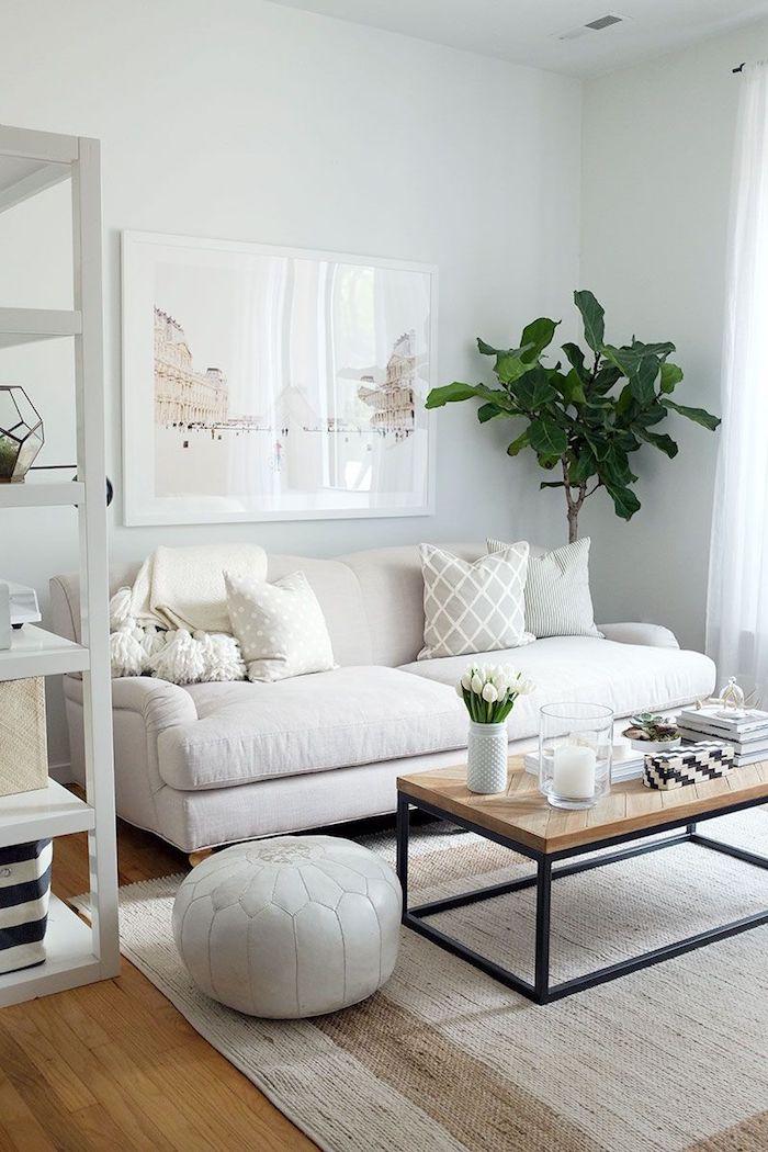 skandinavischer wohnstil minimalistische inneneinrichtung neutrale farben kaffeetisch aus holz beiger teppich wohnzimmer einrichten ideen
