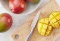 Wir zeigen Ihnen, wie Sie eine Mango schneiden