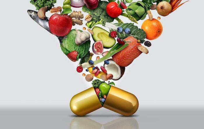 viele verschiedene lebensmittel grüne avocado salate fisch tomaten nahrungsergänzungsmittel