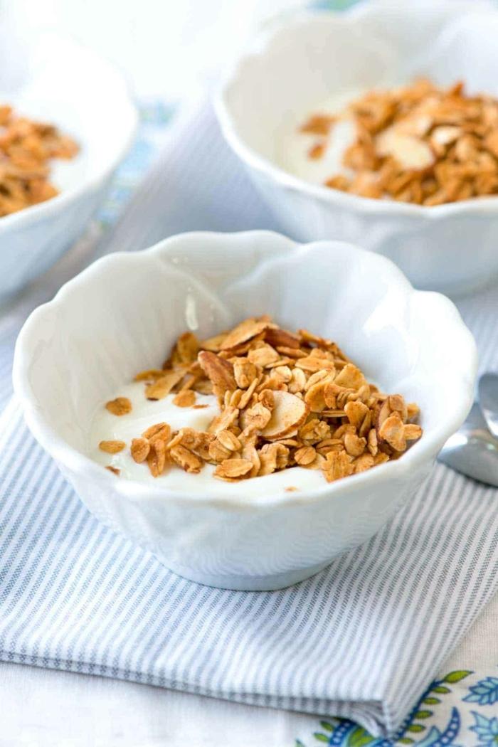 was ist granola gesundes frühstück mit haferflocken müslirezept knuspermüsli zubereitung