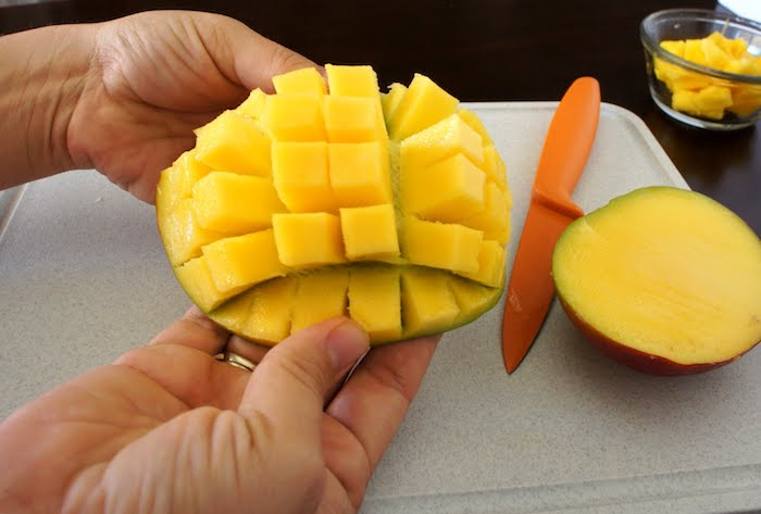 zwei hnde und ein messer wie kann man eine mango schneiden eine anleitung diy