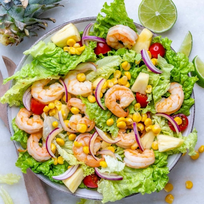 0 abendessen ideen gesunder salat mit garnelen mais cherry tomaten und limetten