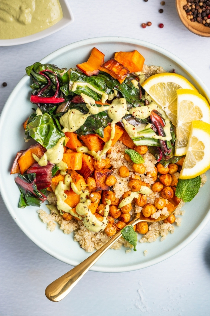 1 was koche ich heute buddha bowl gesund essen vegetarische gerichte salat mit kichererbsen süßkartoffel rukkola und reis