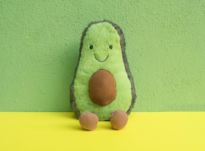 auswahl des passenden spielzeugs für ein kind ein avocado