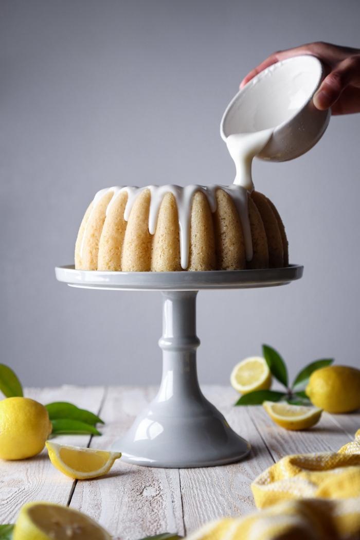 backen mit joghurt saftiger zitronenkuchen kuchen mit zitronen und zuckerglasur nachtisch ideen