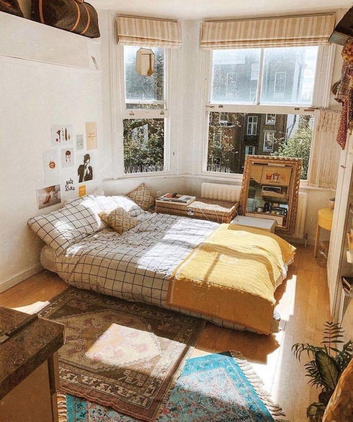 bett ohne bettrahmen ideen gelbe decke zimmerdeko blauer und brauner teppich minimalistische inneneinrichtung schlafzimmer tumblr zimmer deko