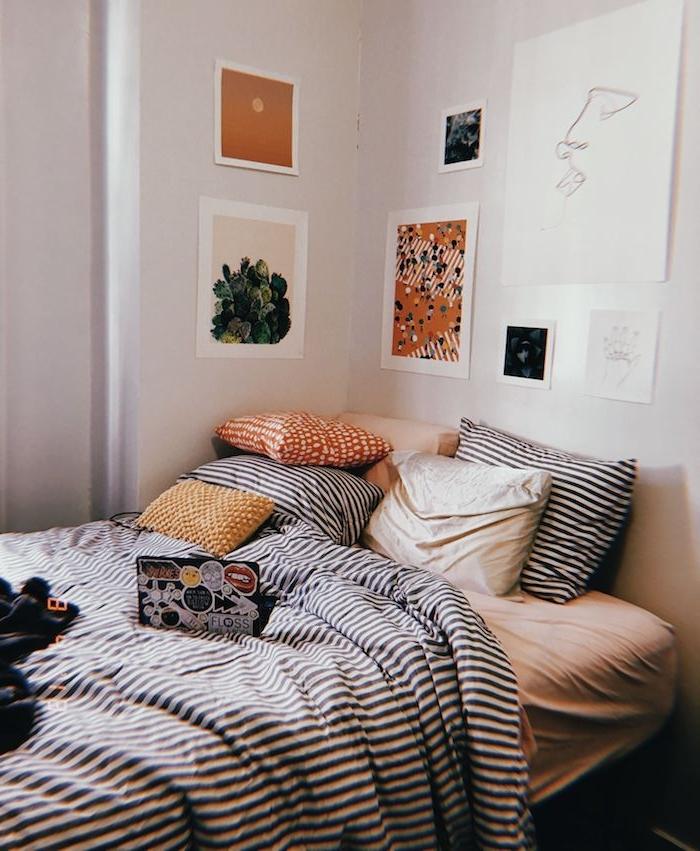 bilder wand dekoration tumblr zimmer ideen schlafzimmer einrichten angesagte trends interior design 2020 bunte kissen deko linienzeichnungen