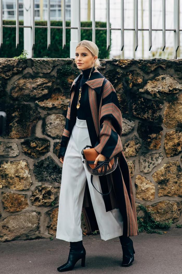 culotte hose kombinieren winter weite graue hose schwarze bluse und stiefel buntes mantel caro daur style inspiration kurzhaarfrisuren ideen culottes für welche figur
