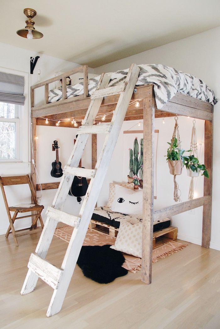 dekoration lichterketten teenager zimmer hochbett jugendzimmer mit leiter sitzbereich unter dem bett originelle inneneinrichtung inspiraration hängende grüne pflanzen