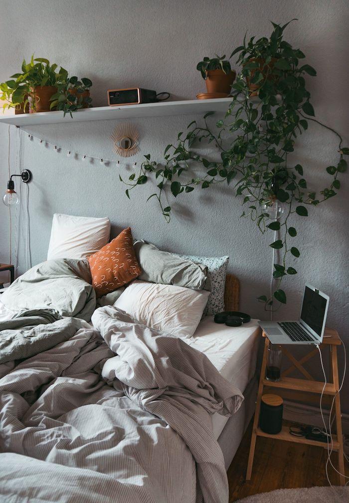 dekoration zimmer modern grüne pflanzen graue wand tumblr bett minimalistische innenausstattung jugendzimmer junge inspo