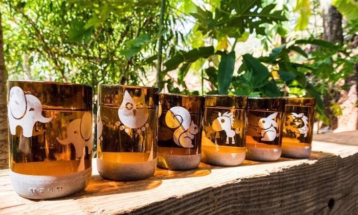 eine upcxcling idee geschnittene weinflaschen mit weipen tieren pferden elefanen wine bottle cutter