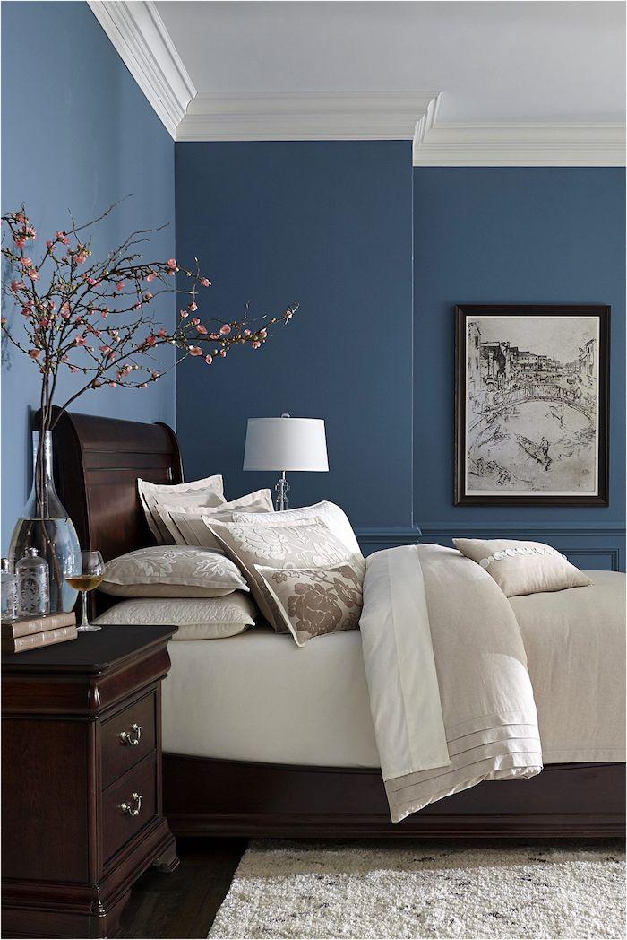 farbpalette wandfarben kombinieren wände streichen blau und weiß mit möbeln aus dunklem holz