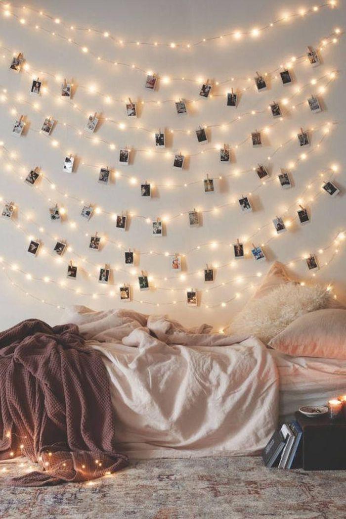 fotowand mit polaroid fotos und kleine lichterketten bett ohne bettrahmen cozy zimmer einrichtung tumblr bett ideen teenager zimmer ausstatten