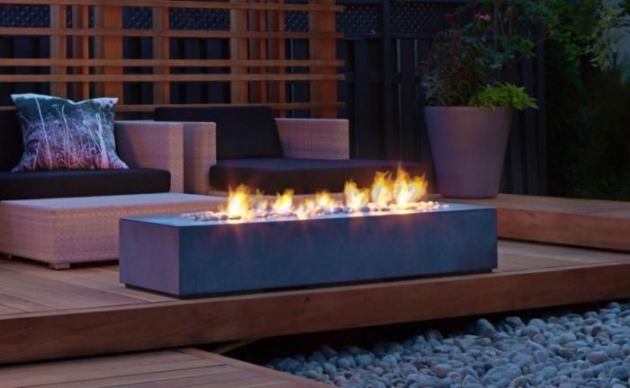 garten gestalten ideen eckige feuerstelle aus beton gartedeko aus holz hintergarten moderne beispiele