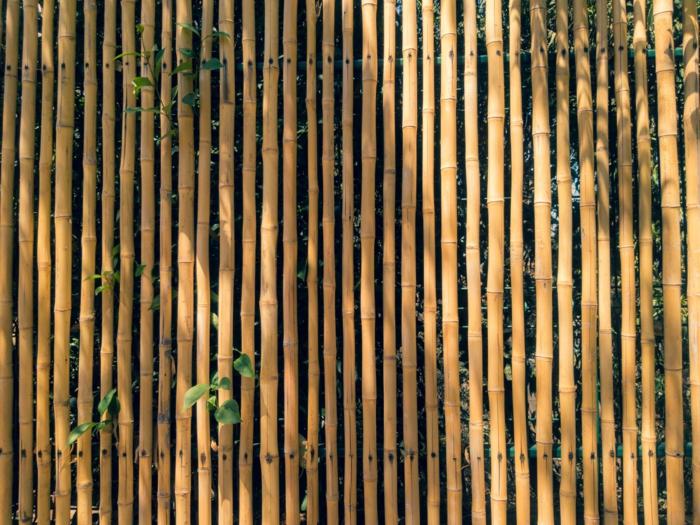 garten ideen gartenzaun aus bambus bambuszaun gartengestaltung natürliches material