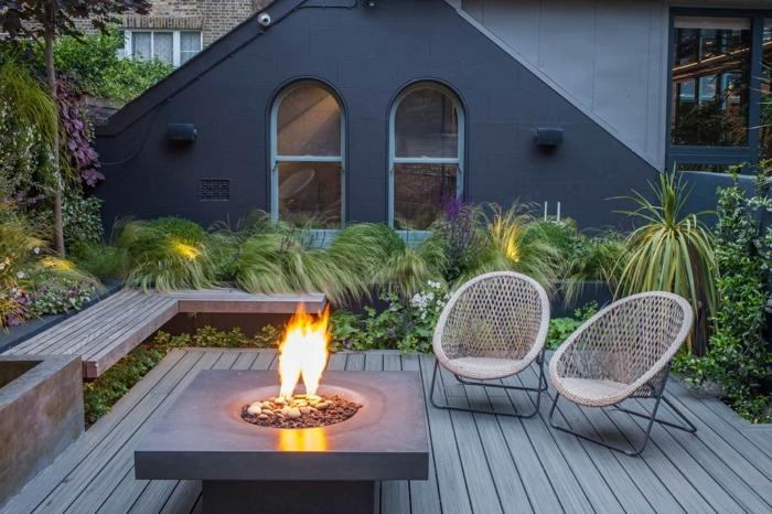 gartengestaltung kleine gärten moderne feuerstelle gartenbank aus holz sitzmöbel azs ratan