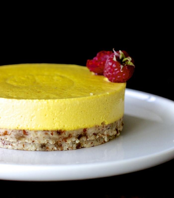 gesunder kuchen mit wenig zucker schneller cheesecake mit boden aus datteln nüssen und kokos mangokuchen käsekuchen mit mango
