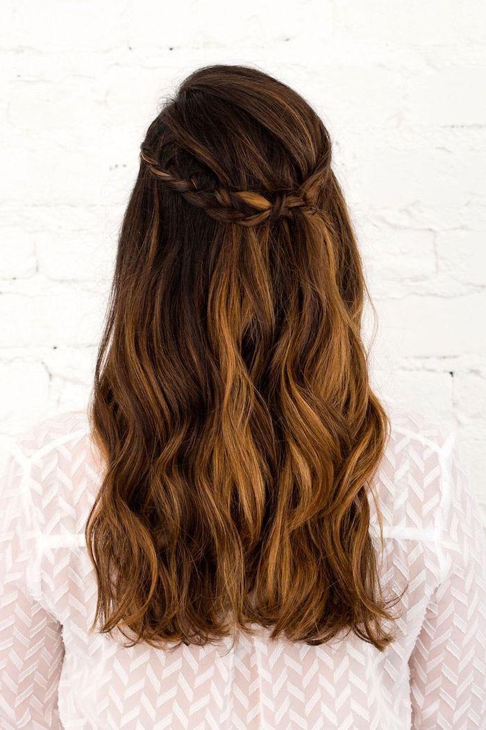 ideen brautfrisuren 2020 diy anleitung schritt für schritt erklärung lange braune haare mit strähnen frisur mit zopf selber machen diy haarfrisuren einfach