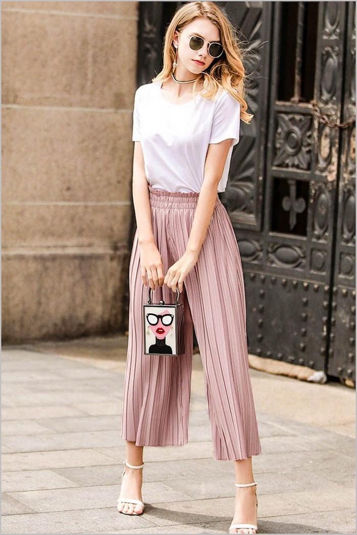 ideen für outfits für frühling sommer millenial pink culottes für welche figur mini tasche weißes t shirt dame mit mittellangen blonden haaren