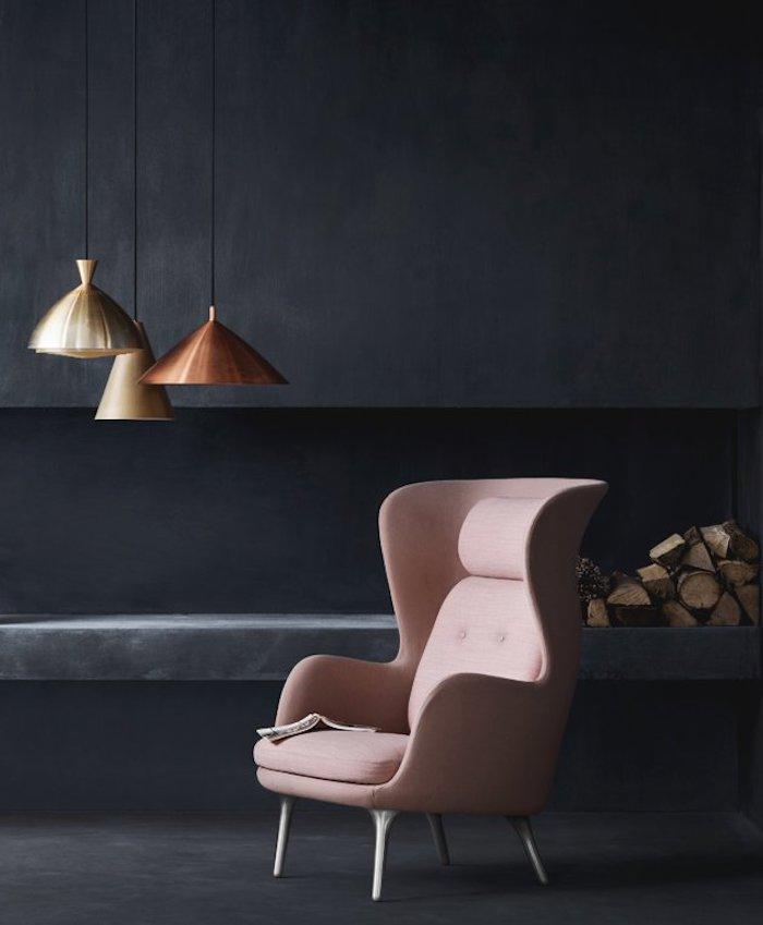 ideen wände streichen wohnzimmer wände in schwarz mit sofa in mauve kombiniert