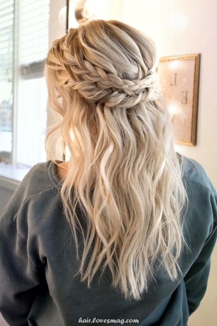 inspirierende halb hoch halb unten haarfrisur einfache frisuren für hochzeitsgäste lange blonde haare halboffen mit geflochtenen zöpfen