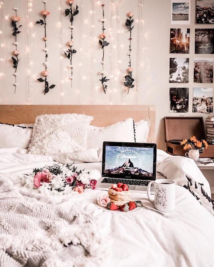 jugendzimmer mädchen ideen blumen lichterketten und fotos an die wand romantische inneneinrichtung inspiration