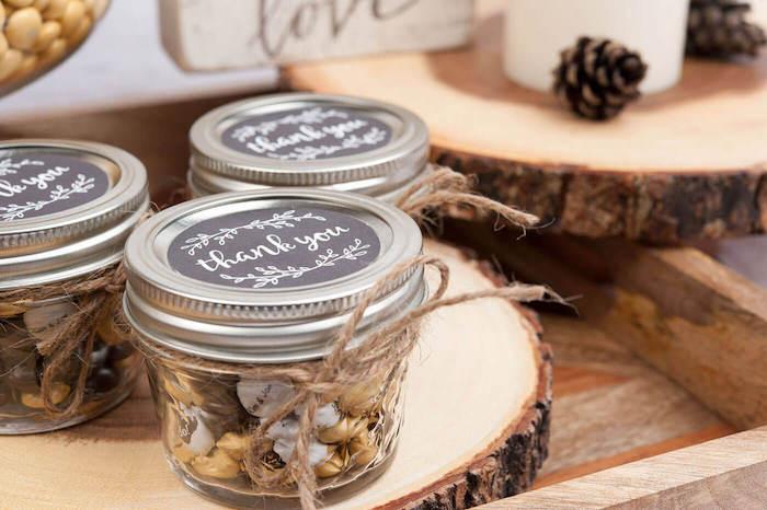 kleine süßigkeiten für geschenke für die gäste selbst machen im glass mit metallen decke