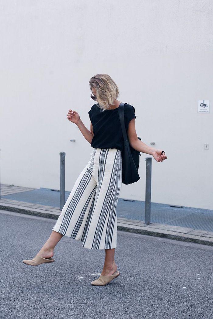 legeres elegantes outfit culotte gestreift beige schwarze bluse und tasche kurzhaarfirsuren blond street style inspo styling ideen casual chic