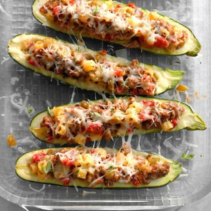 low carb rezepte abednessen gefüllte zucchini mit hackfleisch gemüse uns käse zucchiniboats leckere gerichte