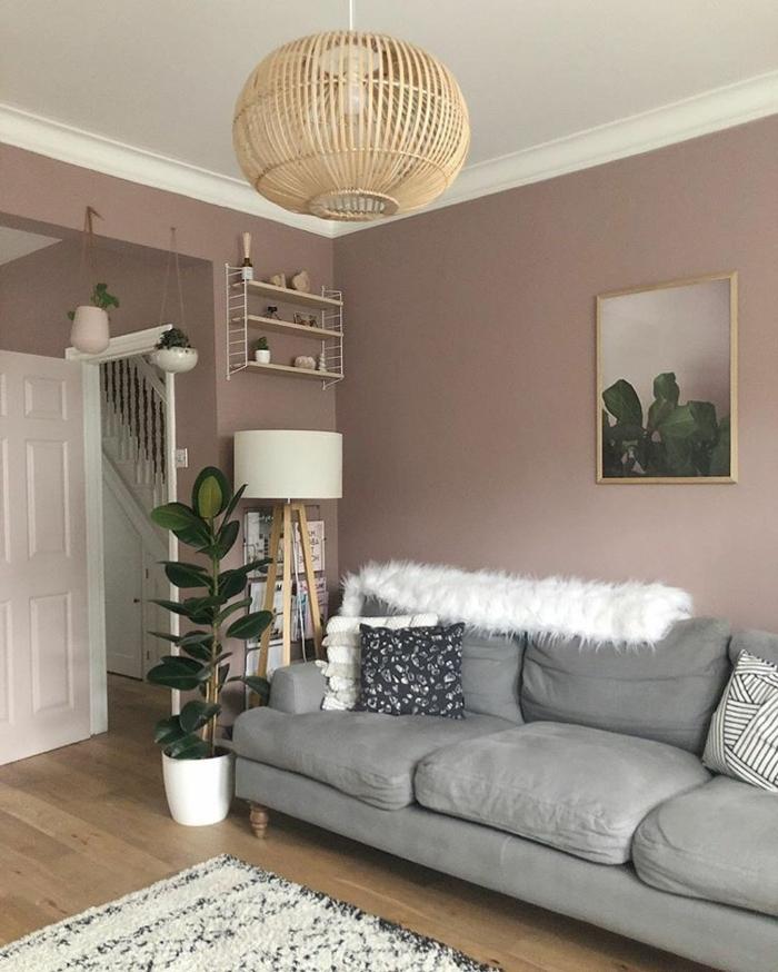 malve farbe mauve taupe wohnzimmer einrichten und dekroieren wohnzimmerdeko ideen graues sofa deko mit pflanzen zimmerdeko