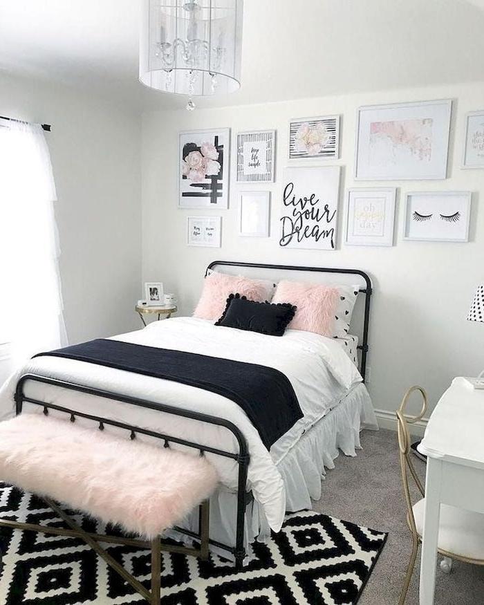 moderne inneneinrichtung schrz weißer geometrischer teppich pinke kissen wand dekoration bilder teenager zimmer mädchen ikea kleines zimmer einrichten