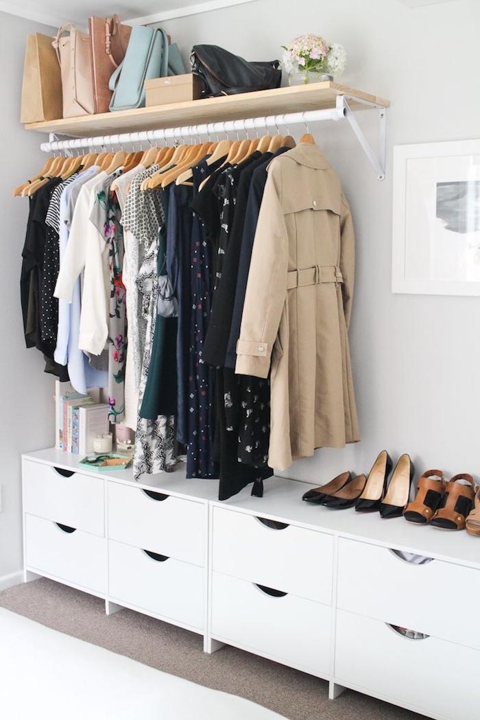 offener kleiderschrank jugenzimmer weißer schrank schubladen moderne inneneinrichtung teenager zimmer inspiration minimalistische gestaltung