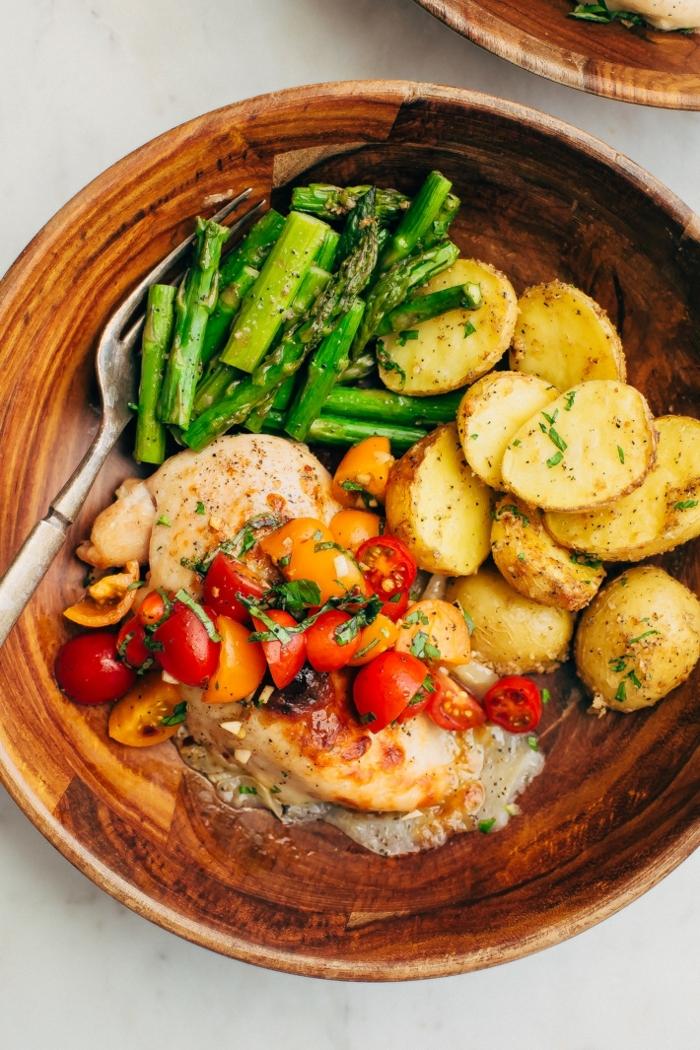 rezept des tages hänchenfleisch mit cherry tomaten kartoffeln und spargeln schnelle einfache gerichte abendessen rezepte