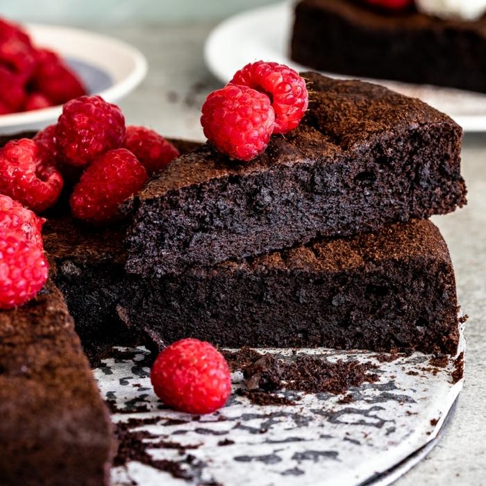 schokokuchen ohne zucker saftiger schokoaldenkcuhen mit himbeeren kakaokuchen kuchen mit schokolade vegan
