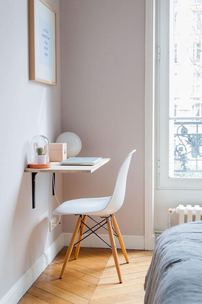 schwebender schreibtisch kleinen raum größer aussehen lassen weißer stuhl mit holzbeinen kleines jugendzimmer einrichten wandgestaltung bilder inspiration