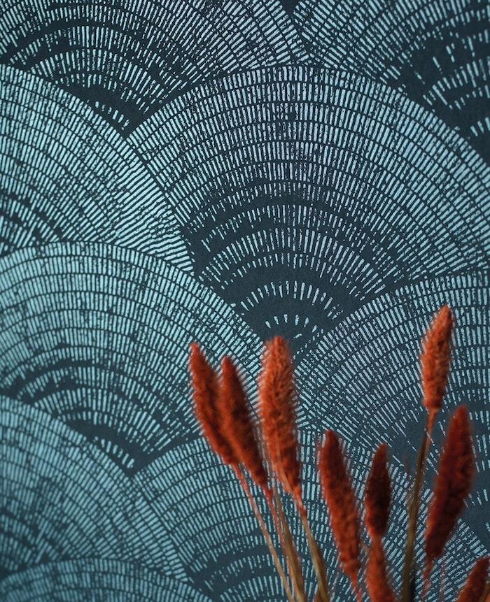 tapete in petrol abstrakt wand wohnzimmerwand ideen wände streichen ideen