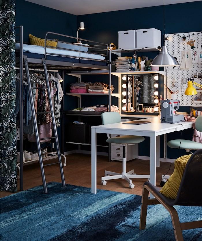 teenager mädchen zimmer inspiration schminktisch mit beleuchtung hochbett kleiderschrank jugendzimmer blauer teppich weißer schreibtisch jugendzimmer ideen für kleine räume