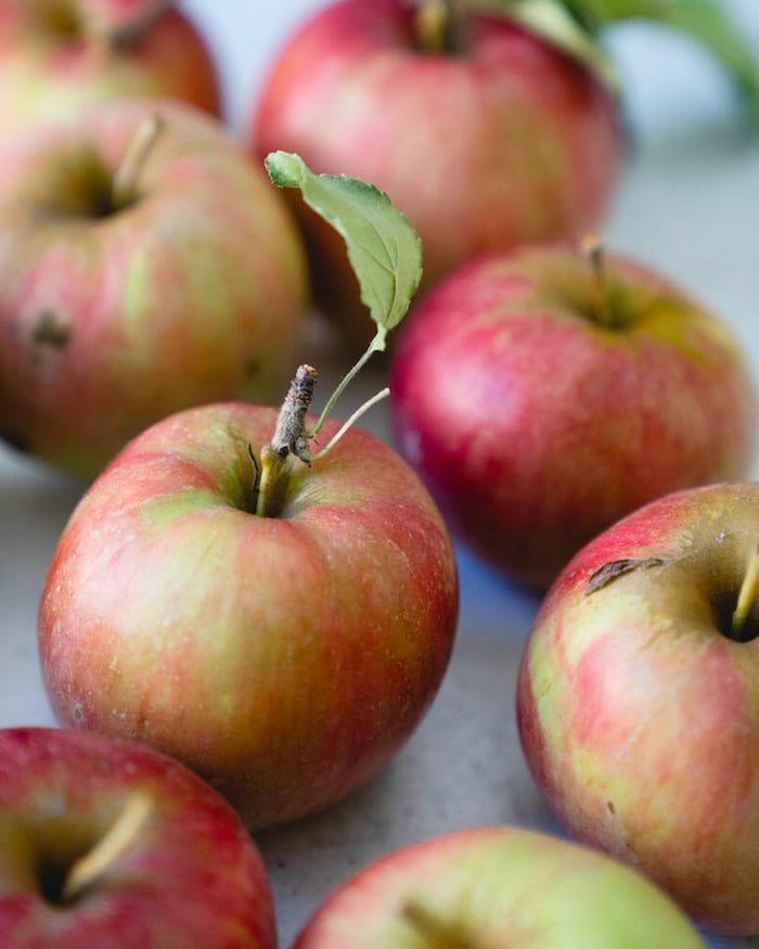 viele große apfelsorten die sich für die zubereitung des apple crumble eignen