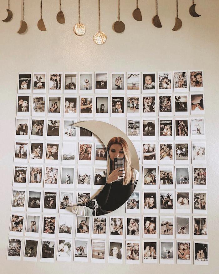wand mit vielen polaroid fotos vsco zimmer spiegel in der form von einem mond mädchen macht ein foto tumblr zimmer deko inspo und ideen