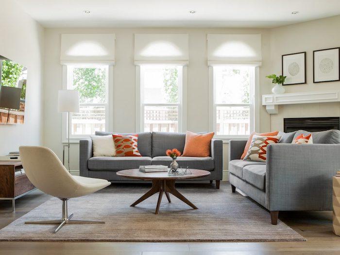 wandfarbe farbpalette wohnzimmer ideen wände streichen dunklen holzmöbeln sofas in grau mit orangen kissen