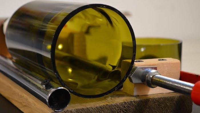 wine ottle cutter das obere teil einer grünen weinfasche eine flasche schneiden und upcyceln
