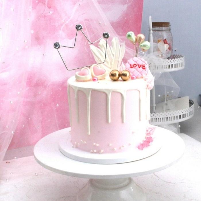 0 geburtstagstorte für mädchen torte dekoriert mit rosa creme topper krone pralinen süßigkeiten dip cake