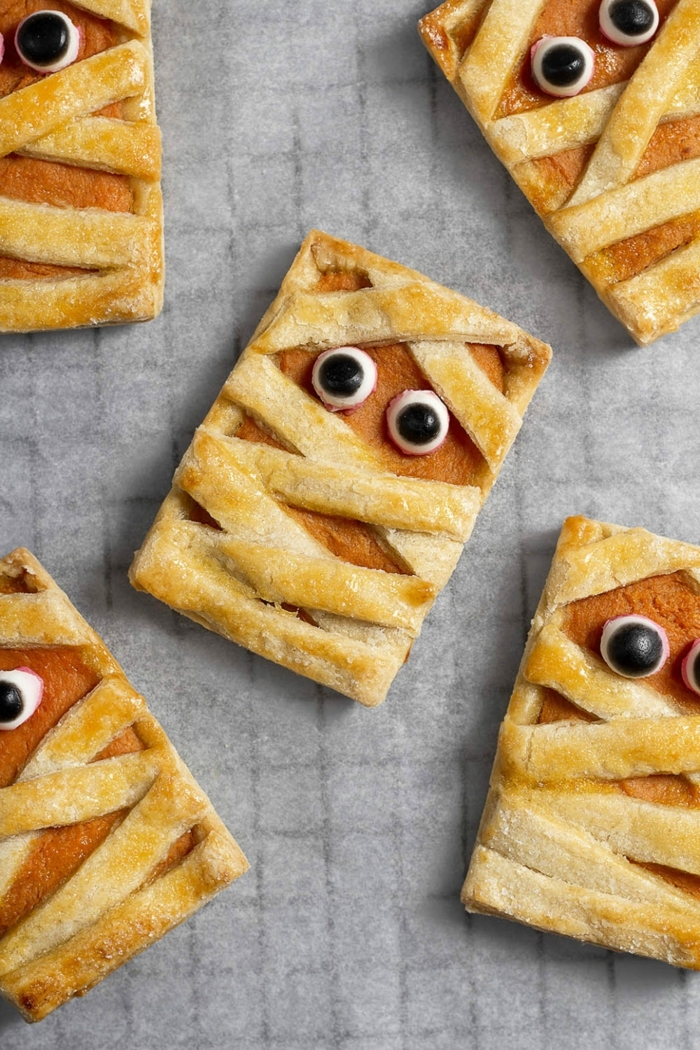 0 halloween rezepte für kinderparty kleine kürbispies mumien leckere snacks partyessen ideen mini pies