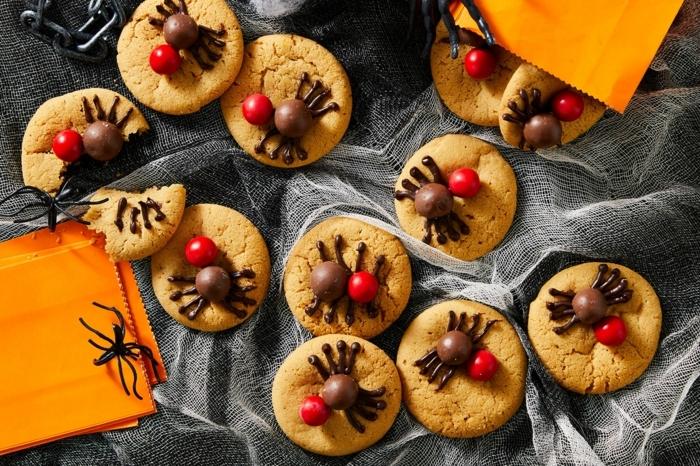 0 halloween rezepte für kinderparty partyessen ideen kekse mit spinnen aus schokolade snacks partysnacks