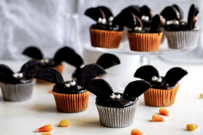 0 halloween rezepte für kinderparty schokoladenmuffins muffins mit schokoalde cupcakes fledermäuse oreo kekse