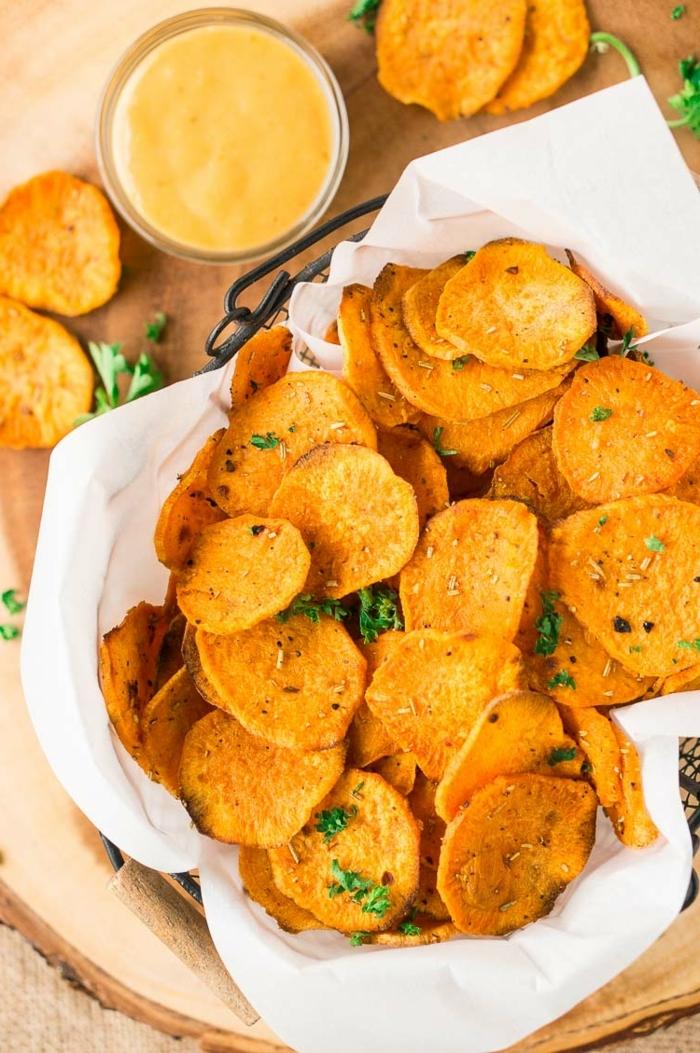 1 chips selber machen die besten rezepte selsbtgemachter kartoffelchips im ofen mit kräutern partyrezepte