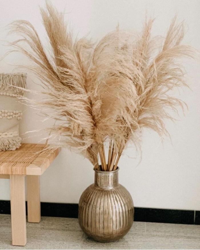 3 pampasgras getrocknet natur goldene vase mit trockengras zimmerdeko für den hebst herbstdeko beispiele