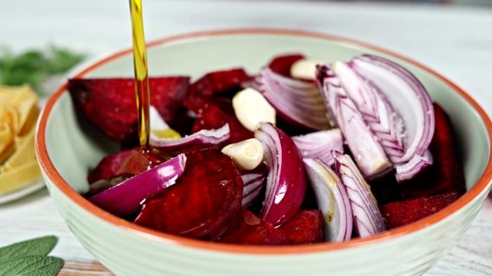 4 halloween rezepte zutaten vermischen pasta mit rote bete soße selber machen schritt für schritt