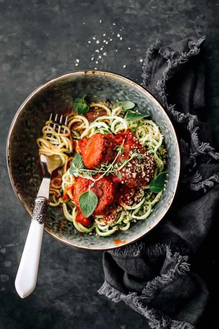 5 was koche ich heute gesund vegane fleischbällchen mit schwarzen bohnen zoodles und marinara sauce köstliche gerichte kochen