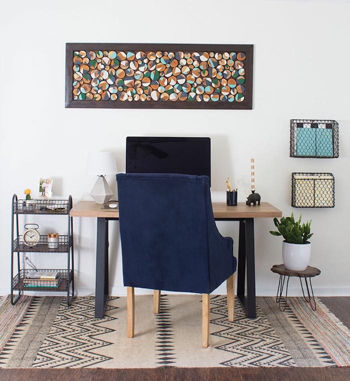 baumscheiben kaufen dekorieren schreibtisch blaue sofa wanddeko kleine holzscheiben rahmen bemalen